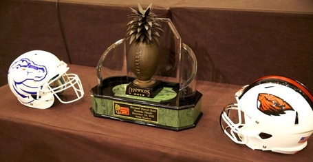 Sheraton_hawaii_bowl_trophy_medium