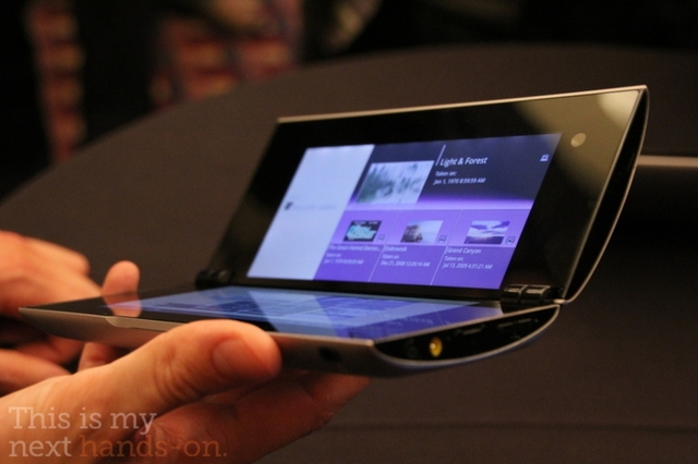 Sony Tablet P hands-on stock