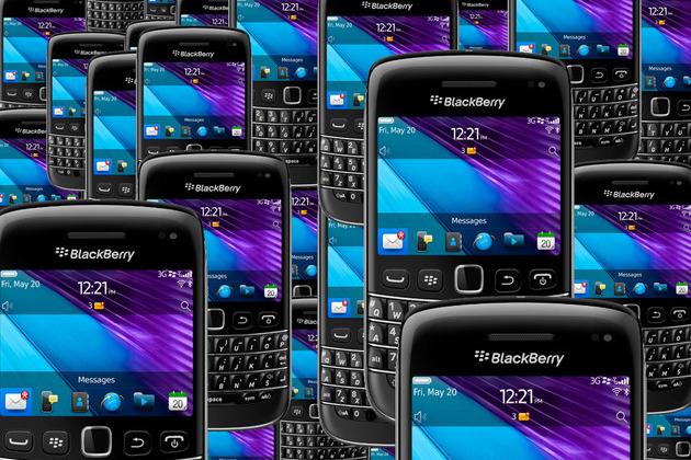 BlackBerry Bold 9790 crowd