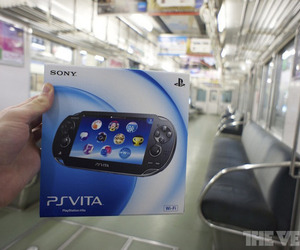 PS Vita box train stock 900