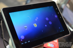 Gallery Photo: Gadmei T863 and E8-3D glasses-free 3D Ice Cream Sandwich tablets hands-on photos