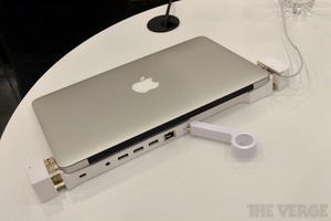 Gallery Photo: LandingZone Macbook Air dock pictures
