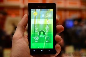 Gallery Photo: Lenovo K800 Intel Medfield phone hands-on pictures