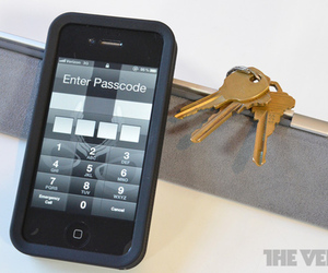 Iphone-pin-lock-security_1020_large_large