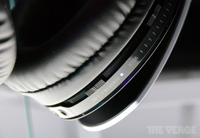 Gallery Photo: Sony Pulse Wireless Stereo Headset Elite Edition hands-on impressions