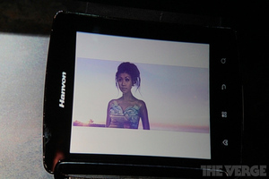 Gallery Photo: Hanvon's Mirasol color e-reader at Qualcomm's CES 2012