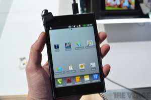 Gallery Photo: LG Optimus Vu hands-on