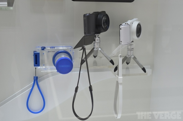 Gallery Photo: Samsung Galaxy Camera accessory prototype photos