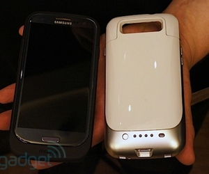 Mophie Samsung Galaxy S III battery case - Engadget