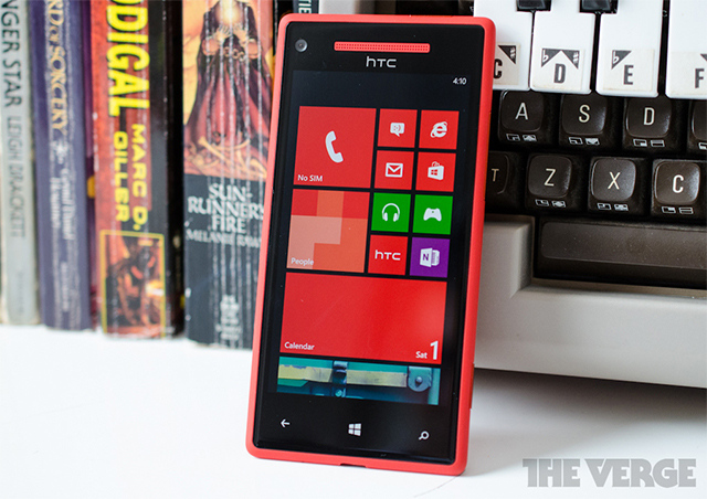 Windows Phone 8X by HTC has a 4.3-inch display and Beats ...