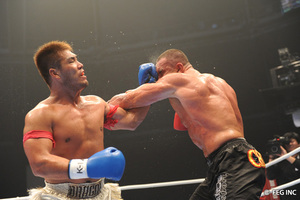 JLB and Kyotaro exchange blows before JLB walks off. via k-1.co.jp