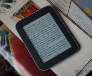 Gallery Photo: Barnes & Noble Nook Simple Touch with GlowLight review pictures
