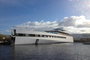 Steve Jobs yacht (birds)