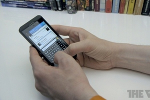 BlackBerry Z10 typing (912px)