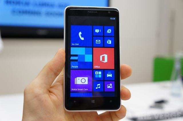 Gallery Photo: Nokia Lumia 625 hands-on photos