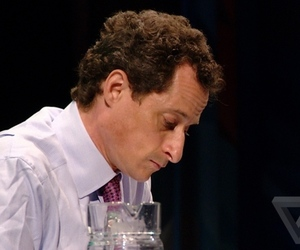 anthony-weiner-conference-sad