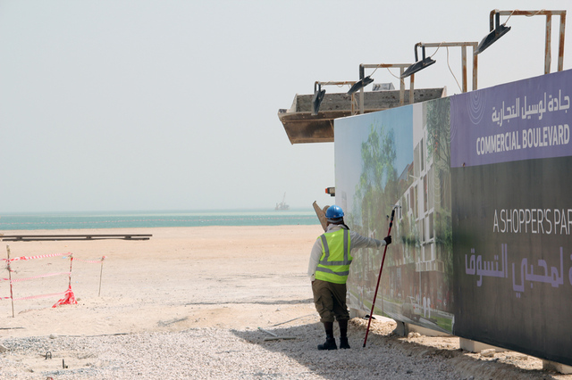 qatar worker (flickr)