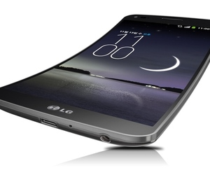 Gallery Photo: LG G Flex press images