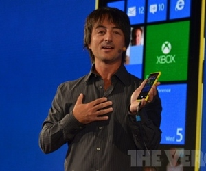 Microsoft's Joe Belfiore with the Nokia Lumia 920