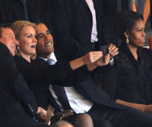 Obama Selfie (Getty / AFP)