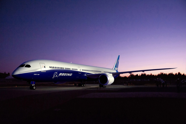 Smoking Boeing 787 Dreamliner