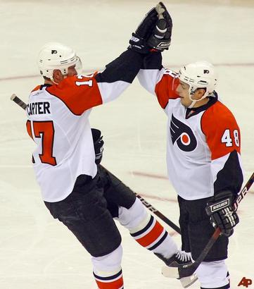 Jeff-carter-danny-briere-2009-12-26-22-41-37