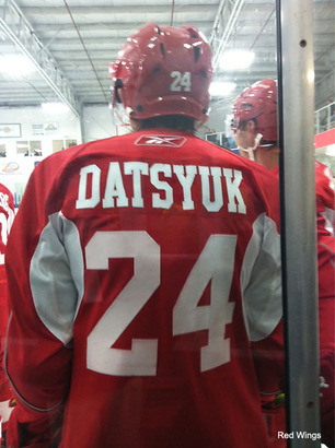 Pavel_datsyuk_switches_numbers_to_honor_late_ruslan_salei