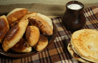 2215090-pie-pierogi-pirogi-and-pancake-russian-tradition-food