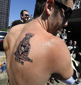 Hockey Tattoos on Dupuis Shows Off His New Tattoo  Good For Pascal    Hockey Wilderness