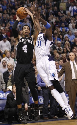 19199414-spurs-mavericks-basketball-01_29_2012-306x496_medium