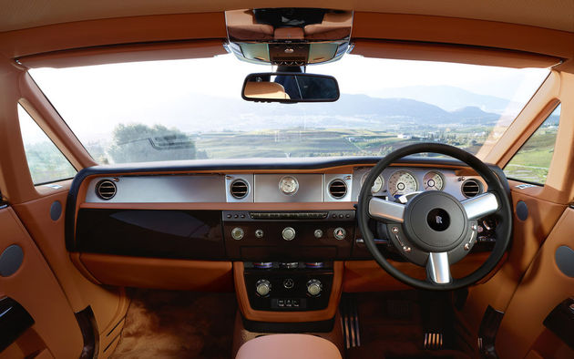 2012-rolls-royce-phantom-coupe-interior-dashboard_medium