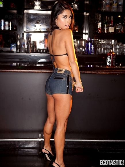 Arianny-celeste-vr-bar-02-435x580_medium