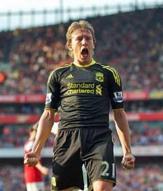 Lucas Leiva wins penalty Arsenal