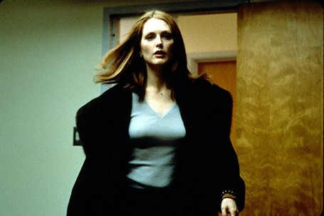 Julianne-moore-magnolia-production-stills-new-line-1999-40317_medium