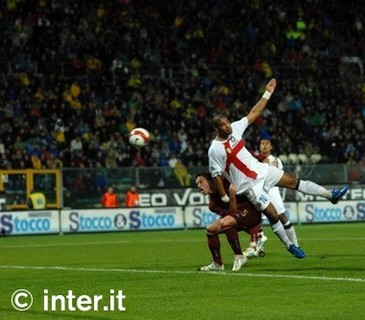 Adriano scores the winning goal against Reggina, October 2007.