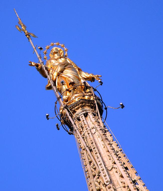 The Madonnina atop the Duomo