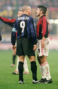 Ronaldo and Gattuso have words during a Derby
