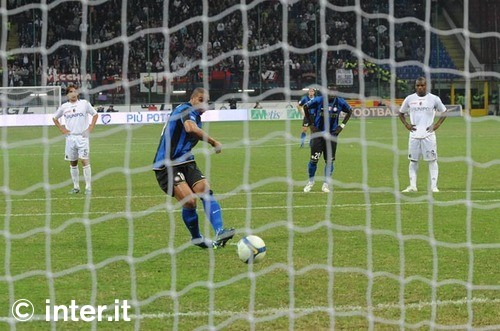 Adriano scores against Bologna