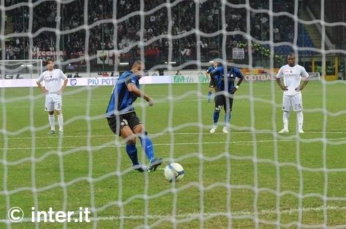 Adriano scores against Bologna