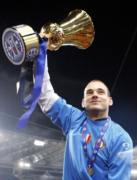 Sneijder lifts his first (of many, I hope) trophy with Inter