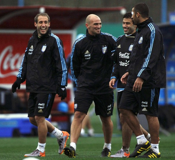 Cambiasso and Samuel for the Argentina NT