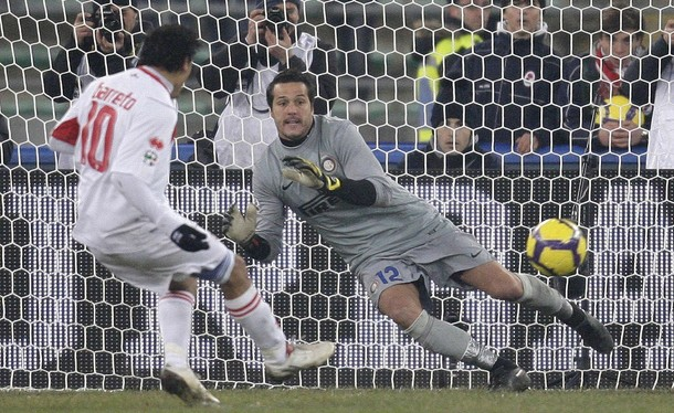 Julio Cesar fails to stop Barreto's penalty