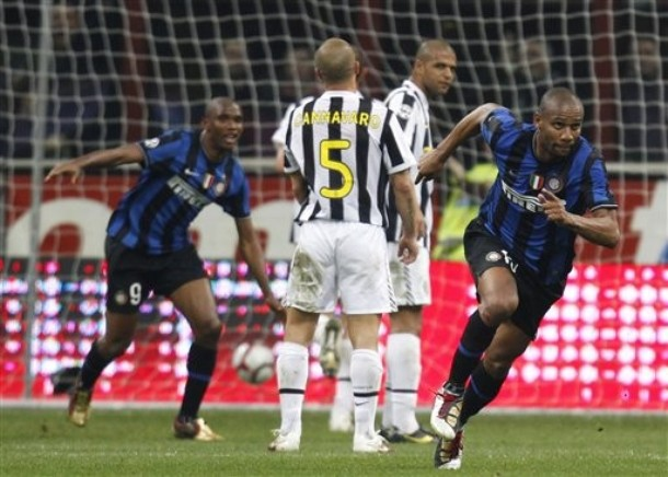 Maicon juggles the ball and finishes with a perfect volley