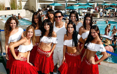 Mario_lopez_cools_off_wet_republic_mgm_grand_-fu9qp3jip_l_medium