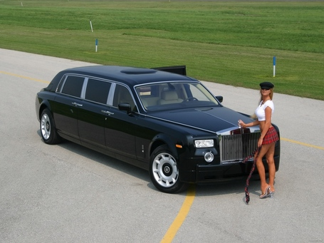 Rolls-royce-phantom-front-angel-girl-05_medium