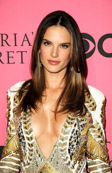 Alessandra_ambrosio_2011_victoria_secret_fashion_yyqiooigzqfl_medium