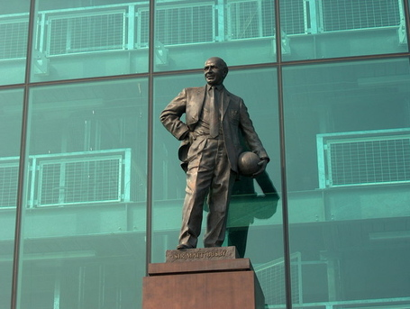 Sir_matt_busby_27s_statue_2c_old_trafford_-_geograph