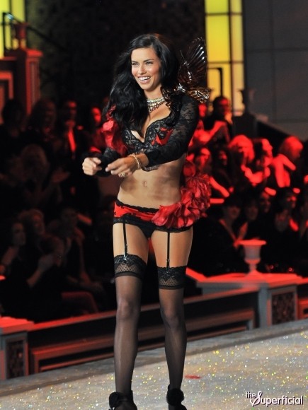 Adriana-lima-victorias-secret-fashion-show-1110-2-435x580_medium