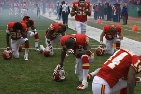 Chiefs_nfl_football_prayer-2_medium
