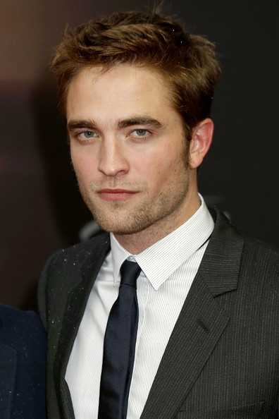 Robert-pattinson-1354133203_medium